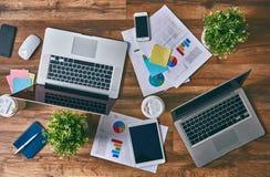 Dwa laptopu, dwa miejsca pracy Zdjęcie Stock