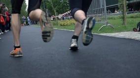 Dwa ludzie biega stronę strona - obok - zbiory