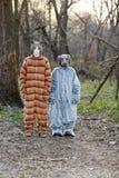 Dwa ludzie jest ubranym kota i psa kostium Fotografia Royalty Free