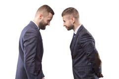 Dwa mężczyzna butting each inny w kostiumach fotografia stock