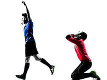 Dwa mężczyzna gracza piłki nożnej bramkarza rywalizaci sylwetka zdjęcia stock