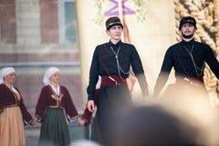Dwa Męskiego Gruzińskiego tancerza tanczy folkloru tana Zdjęcia Royalty Free