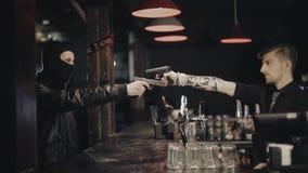 Dwa męskiej ręki z pistoletu wp8lywy celowali each inny zbiory