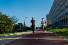 Dwa młody człowiek w sporta odzieżowym bieg Zdjęcie Stock