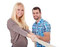 Dwa młodzi ludzie ciągnie arkanę Obrazy Stock