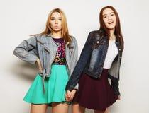 Dwa młoda dziewczyna przyjaciela stoi wpólnie Zdjęcia Stock