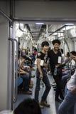 Dwa młodego faceta na Shenzhen metrze Zdjęcia Stock