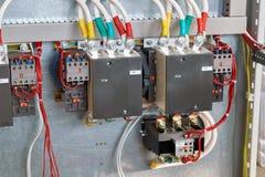 Dwa magnesowego starteru instalują w wielkim elektrycznym gabinecie fotografia stock