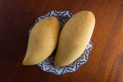 Dwa mango na talerzu Obraz Stock