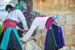 Dwa mniejszości etnicznej kobieta przy starym Dong Van rynkiem Zdjęcia Stock