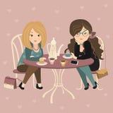 Dwa mody dziewczyny gawędzi przy kawiarnią royalty ilustracja