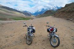 Dwa motocykli/lów pobyt w wysokości obraz royalty free