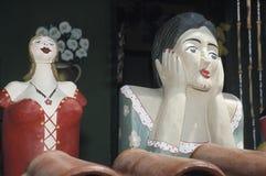 Dwa Namoradeiras, kochanek seraching drewniane dziewczyny na okno T, Fotografia Stock