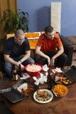 Dwa niespokojnego sporta fan ogląda sporty gemowych na TV, pionowo Obraz Stock
