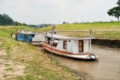 Dwa łodzi na wodzie rzecznej na naturalnym tle Fotografia Stock