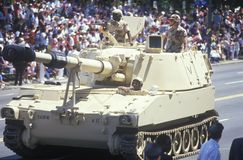 Dwa żołnierza w Militarnym zbiorniku, pustynnej burzy zwycięstwa parada, Waszyngton, d C Obraz Stock