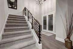 Dwa opowieści foyer w nowa budowa domu Obraz Royalty Free