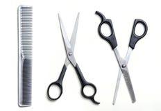 Dwa otwartego nożyce i grzebieniowego fryzjer męski odizolowywający Zdjęcie Royalty Free