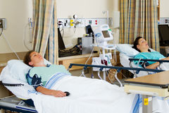 Dwa pacjenta w wyzdrowienie pokoju obraz stock