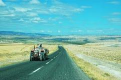 Dwa pasów ruchu drogowy chylenie wokoło krzywy lewica Zdjęcia Royalty Free