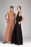 Dwa pięknej seksownej kobiety brunetki i blondynów włosianej odzieży Zdjęcia Royalty Free