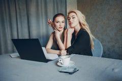 Dwa pięknego bizneswomanu fotografia royalty free