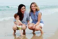 Dwa pięknej kobiety z dzieckiem Zdjęcia Royalty Free