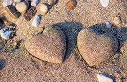 Dwa piasków kierowy kształt w piasku morzem Obrazy Royalty Free