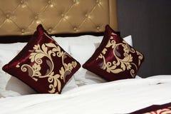 Dwa poduszek tekstura wśrodku sypialni Obraz Stock