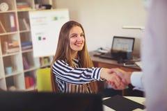 Dwa pomyślnej partnera biznesowego chwiania ręki Fotografia Royalty Free
