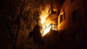 Dwa pozioma mieszkaniowy domowy oparzenie przy nocą swobodny ruch zbiory