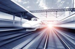 Dwa prędkości nowożytny wysoki pociąg fotografia royalty free