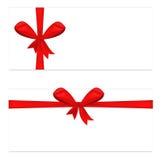 Dwa prezenta karta z tasiemkowym i atłasowym czerwonym łękiem Obraz Royalty Free