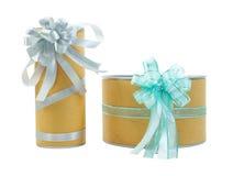 Dwa prezenta pudełka z faborków łękami odizolowywającymi Obrazy Stock