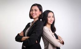 Dwa profesjonalistów ufny żeński pozować zdjęcie stock