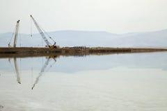 Maszyny Ciężkie przy Nieżywym morzem Zdjęcie Stock