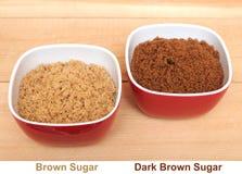 Dwa pucharu brown i ciemny brown cukier Obraz Royalty Free