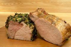 Dwa różnorodnego kawałka piec mięso na round desce fotografia stock
