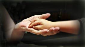 Dwa ręki młody i stary zdjęcia stock