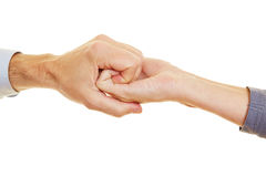 Dwa ręki trzyma each inny zdjęcie royalty free