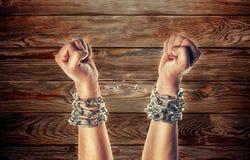 Dwa ręki w łańcuchach Fotografia Royalty Free