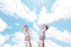 Dwa ręki w łańcuchach Zdjęcie Royalty Free
