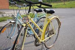 Dwa retro bycicles Zdjęcia Royalty Free