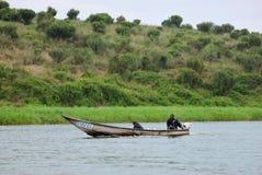 Dwa rmen w łodzi na Nil, Uganda obrazy royalty free