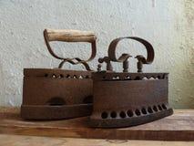 Dwa roczników żelazo na drewnianej desce Zdjęcia Royalty Free