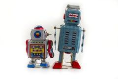 Dwa rocznika blaszanego zabawkarskiego robota odizolowywającego na białym tle Zdjęcia Royalty Free