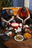 Dwa rozczarowywającego sporta fan ogląda sporty gemowych na TV, pionowo Obraz Stock