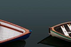 Dwa rząd łodzi wskazującej przy each inny fotografia royalty free