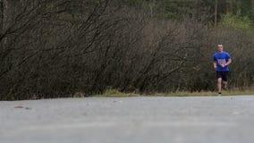 Dwa samiec atlety bieg obok each inny swobodny ruch zdjęcie wideo