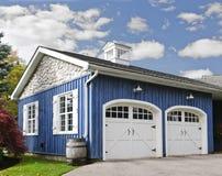 Dwa samochodowy garaż obrazy royalty free